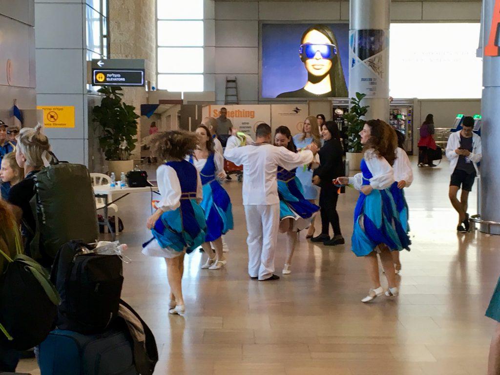 Tanz für alle Stars am Ben-Gurion-Flughafen | Foto: Marc Schulte